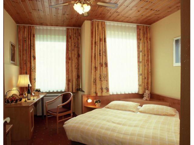 Hotel** zum Engel