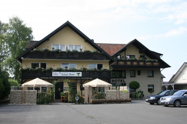 """Hotel Garni """"ZUM GRÜNEN BAUM"""""""