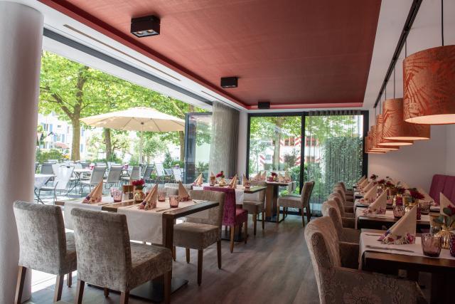 Zum Schloss - Hotel & Restaurant